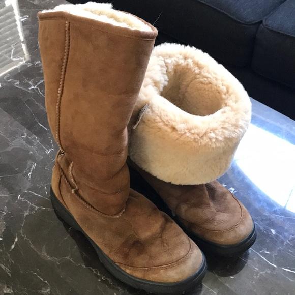bda4f47d735 Women's UGGS. Size 9. Rubber sole.